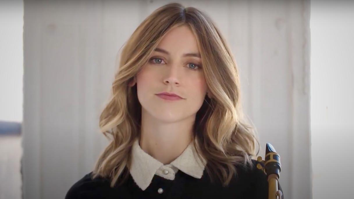 Videovorschaubild mit blondem Haarmodel